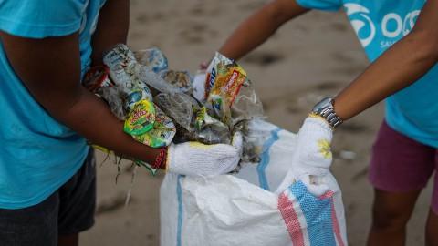 Haarlemse kinderen dragen bij aan schone stad tijdens World Cleanup Day