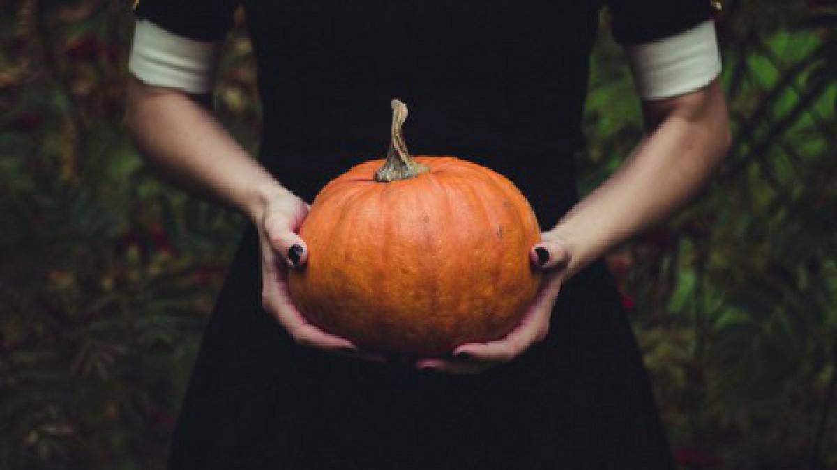 Gevulde pompoen tijdens Halloween